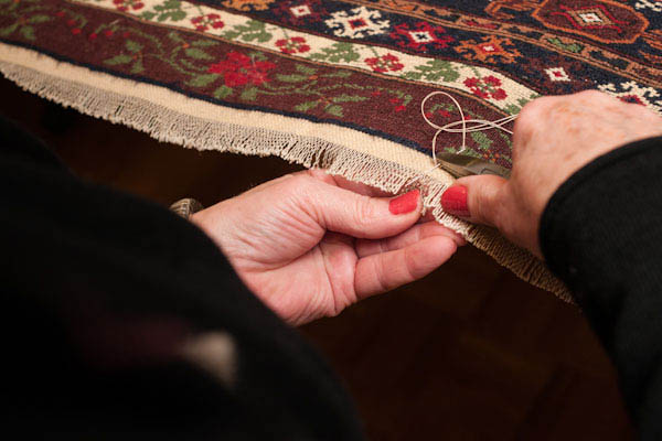 The overcasting stitch prevents your rug from raveling.